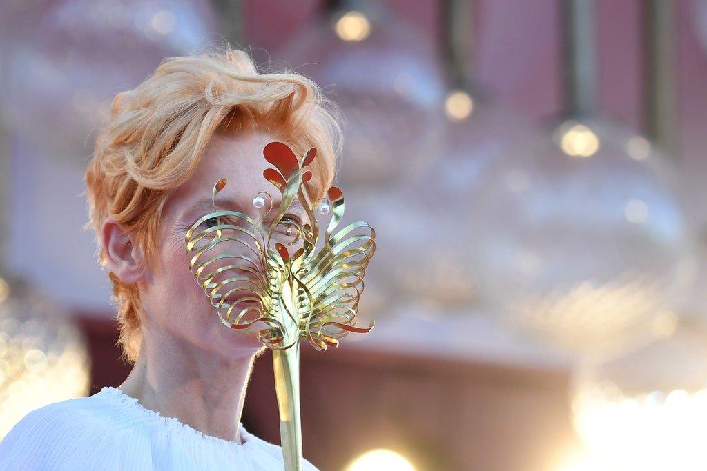 77ma edizione della Biennale di Venezia..., Taglio capelli Facile