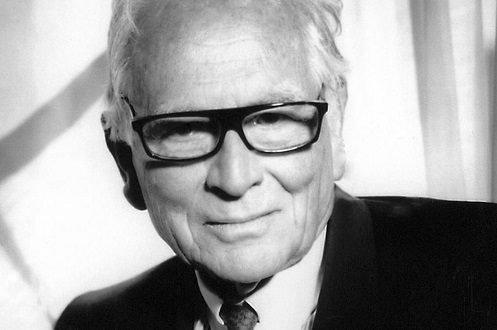 PIER CARDIN 1922-2020, Taglio capelli Facile