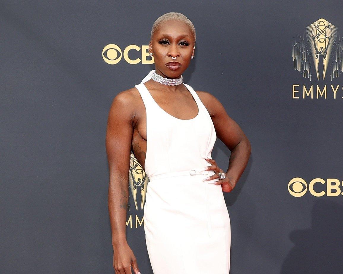 73sima edizione Emmy Awards, Taglio capelli Facile